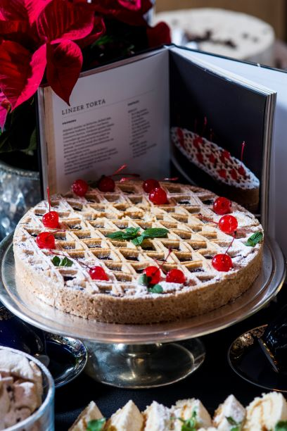 kolaci_moje_omame_vilme_-_promocija_knjige_u_esplanadi_-_photo_arhiva_esplanade_-_linzer_torta_1.jpg