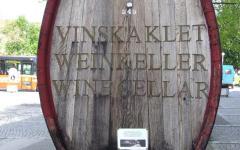 """Stara bačva na ulazu vinarije """"Vinag"""".jpg"""